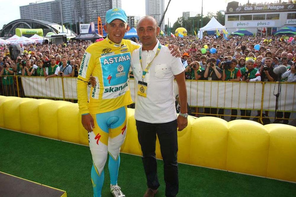 Paolo Bettini en observation sur le Tour de Pologne avec Davis le Maillot Jaune