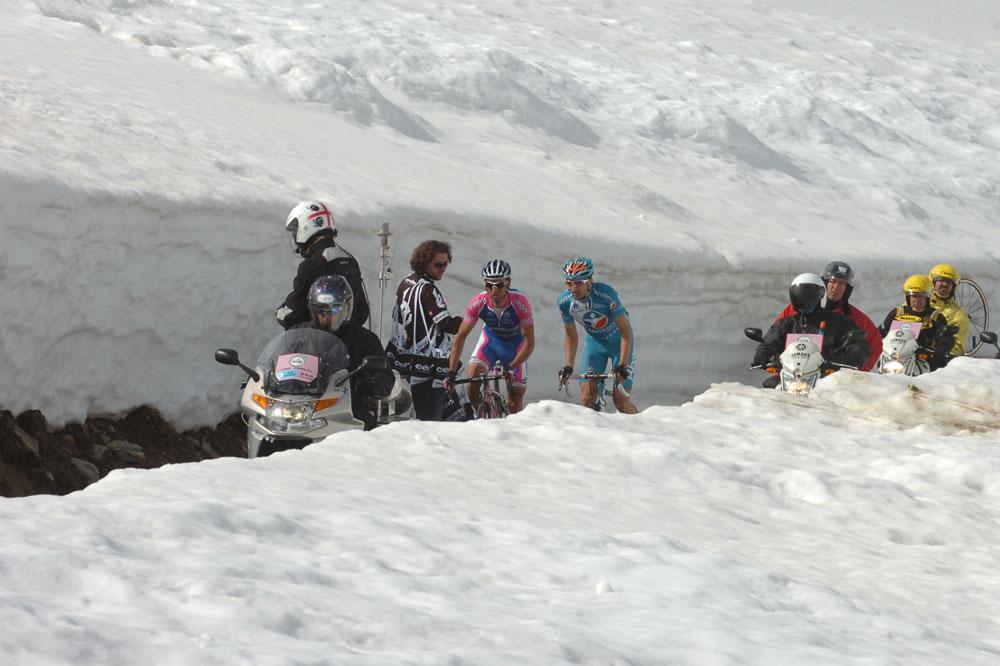 Gilberto Simoni et Johann Tschopp en tête au sommet du Gavia