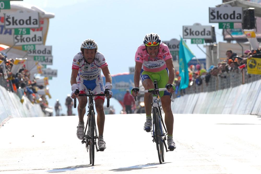 Michele Scarponi convoite la troisième marche du podium mais Ivan Basso veille et défend la position de Vincenzo Nibali
