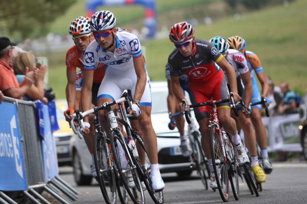 Benoît Vaugrenard mène l'échappée des huit coureurs