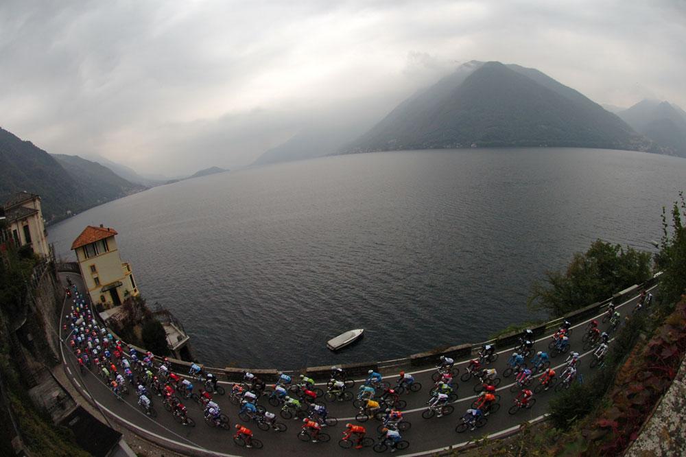 Le peloton du Tour de Lombardie 2010