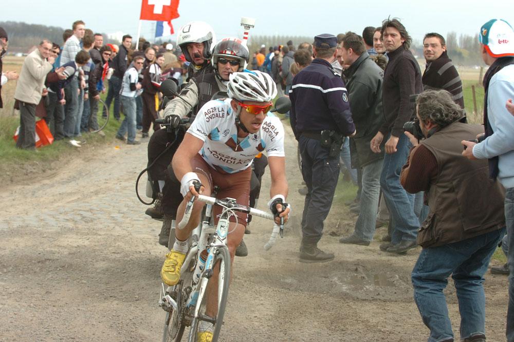 Sébastien Hinault premier Français sur les pavés de Paris-Roubaix