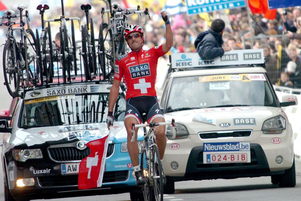 Drapeau suisse dans la main, Fabian Cancellara triomphe du Tour des Flandres