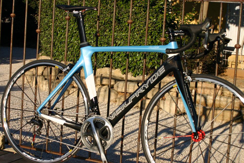 Le vélo Neilpryde Alizé, unique par son design et par ses couleurs
