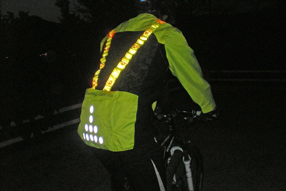 Agréable à porter, la veste offre une sensation de sécurité