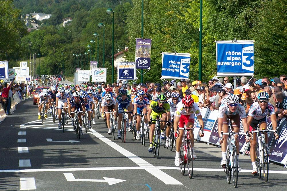 Maxime Bouet ne sait pas encore qu'il vient de remporter la troisième étape du Tour de l'Ain