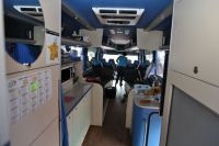 Derrière les places assises, un espace détente et une cuisine aménagée (Ag2r La Mondiale)
