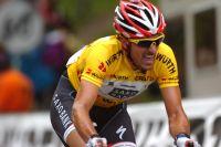 Pour trois secondes, Fabian Cancellara est dépossédé de son maillot par Tony Martin