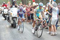 Alberto Contador fonce vers l'aérodrome de Mende, avec Rodriguez dans sa roue