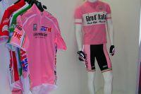Le maillot Rose Santini dans son ancienne et sa nouvelle version