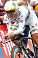 Fabian Cancellara passe de l'arc-en-ciel au jaune