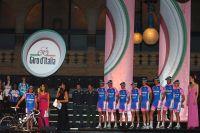 Une superbe équipe Lampre-Farnese Vini au départ du Giro, avec Gilberto Simoni pour capitaine