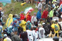 Alexandre Vinokourov et Carlos Sastre fendent la foule