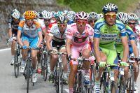Entre Cadel Evans et Ivan Basso, le Maillot Rose David Arroyo a choisi les bonnes roues