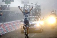 Chris-Anker Sörensen vainqueur dans le brouillard au sommet du Terminillo