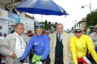 Basso et Visconti au départ d'un GP Carnago pluvieux