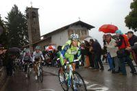 Vincenzo Nibali passe à l'attaque au sommet de la Madonna del Ghisallo mais Philippe Gilbert n'est pas loin