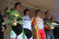Yan Gras et Raphaël Gay entourent Mathieu Morichon à Miramas