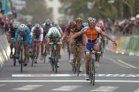Au bout de 298 kilomètres, Oscar Freire est le premier à franchir la ligne blanche de Milan-San Remo. Indiscutablement.