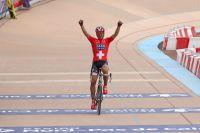 Après 50 kilomètres en solitaire, Fabian Cancellara triomphe sur le vélodrome de Roubaix