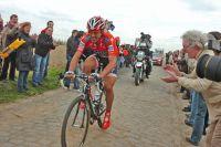 Fabian Cancellara seul devant sur les pavés du Nord