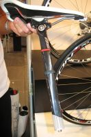 BMC a conçu un système de tige de selle avec élastomère afin de filtrer les vibrations