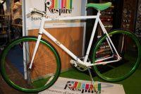 A travers le magnifique Fixie exposé ici, c'est tout le domaine du vélo urbain qui est en pleine expansion