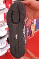 Specialized a conçu des chaussures qui permettent d'intégrer les cales afin de faciliter la marche