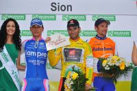 Simon Spilak et Denis Menchov entourent Alejandro Valverde sur le podium du Tour de Romandie
