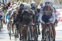 Le peloton sur le rythme d'un coureur de la Française des Jeux