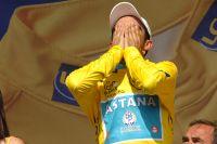 Alberto Contador submergé par l'émotion à Pauillac