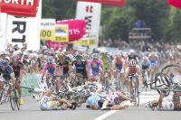 Terrible chute en Suisse qui jette à terre les seigneurs du sprint