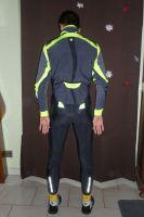 La veste bénéficie de trois poches dorsales
