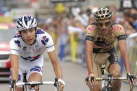 Thibaut Pinot s'incline au sprint derrière Eros Capecchi pour la seconde place