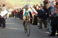Enrico Gasparotto s'accroche dans la montée finale mais Stefano Garzelli s'apprête à rentrer