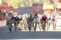 Matthew Goss, au centre, a déjà le nom du vainqueur : il a lancé Mark Cavendish dans un fauteuil