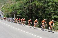 L'équipe Euskaltel-Euskadi d'Igor Anton roule à l'avant du peloton