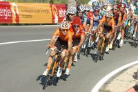 L'équipe Euskaltel-Euskadi protège le Maillot Rouge d'Igor Anton