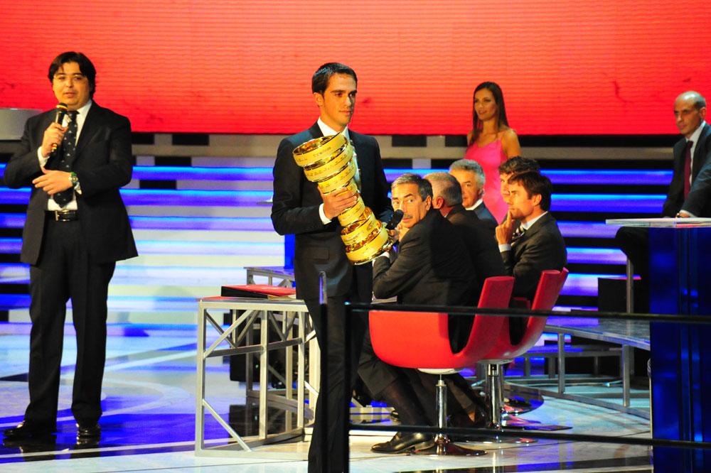 Alberto Contador ne défendra pas son trophée en 2012