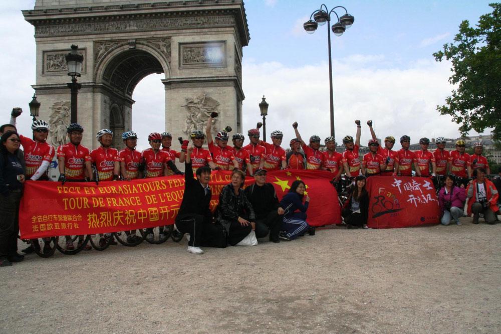 Des cyclotouristes venus de Chine ont découvert les routes du Tour 2011