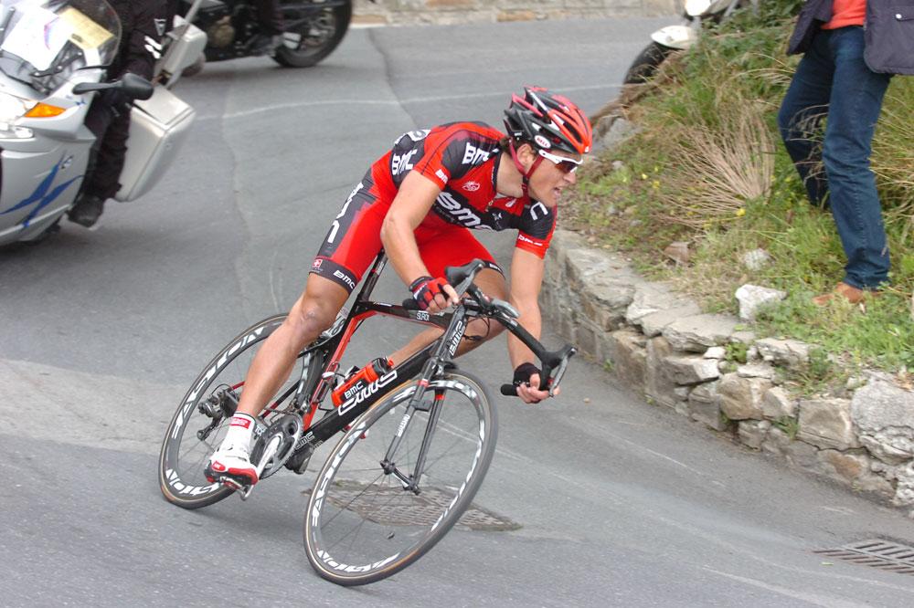 Greg Van Avermaet insiste dans la descente du Poggio