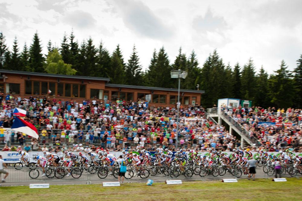 Le départ de la course Elites Messieurs à Nove Mesto