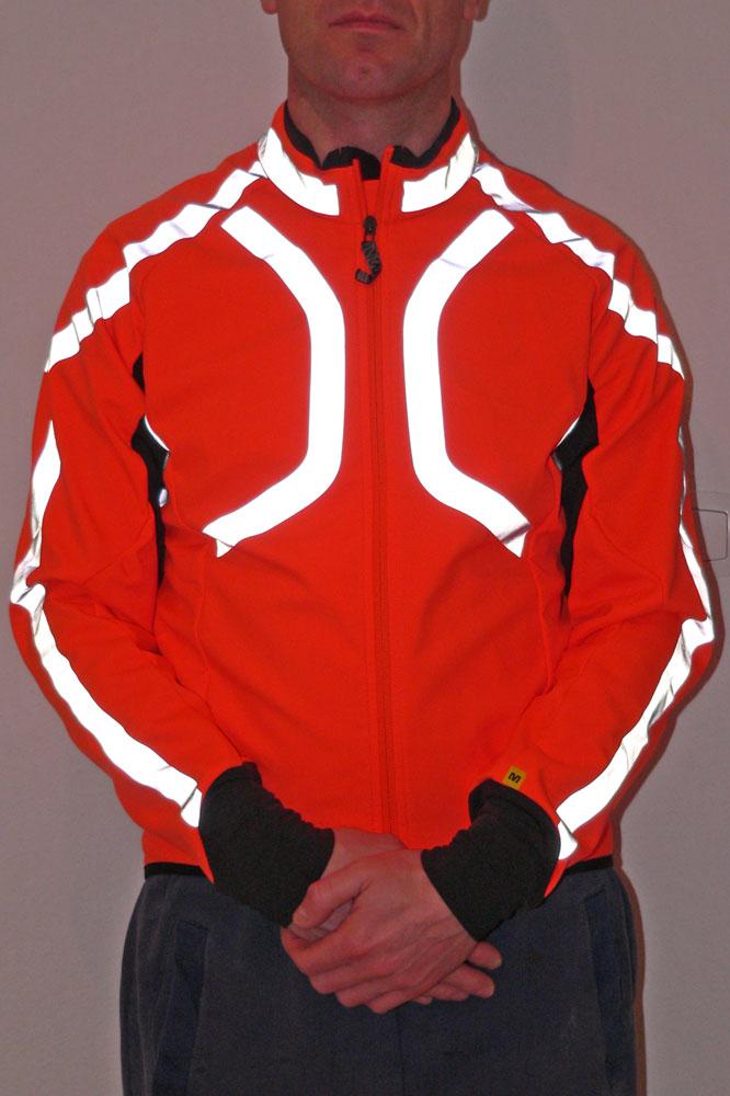 Mavic a préféré la couleur orange flashy et noire pour une meilleure visibilité