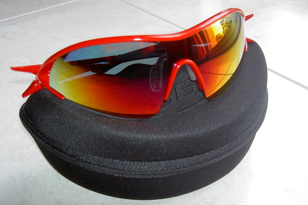 Les lunettes BBB Impact sont livrées avec leur étui et leur équipement
