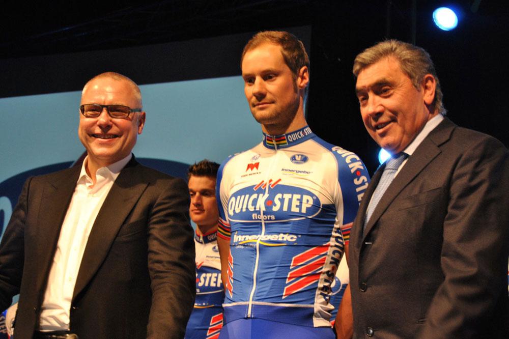 Tom Boonen entouré de Zdenek Bakala et Eddy Merckx