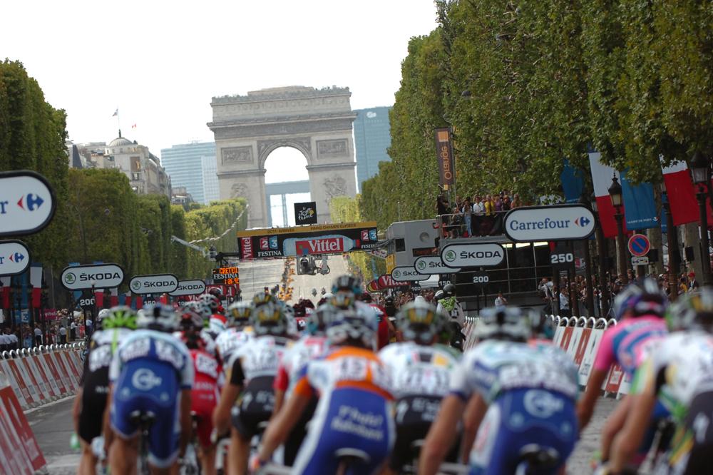 La mythique arrivée finale du Tour de France sur les Champs-Elysées