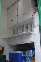 L'espace ravitaillement du bus atelier du Team Europcar