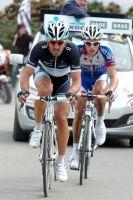 Fabian Cancellara et Sylvain Chavanel en tête vers le Mur de Grammont