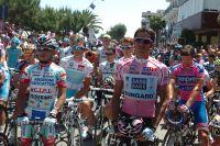Le peloton du Tour d'Italie observe une dernière minute de silence à la mémoire de Wouter Weylandt