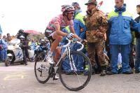 Alberto Contador serre les dents dans les derniers hectomètres du Zoncolan